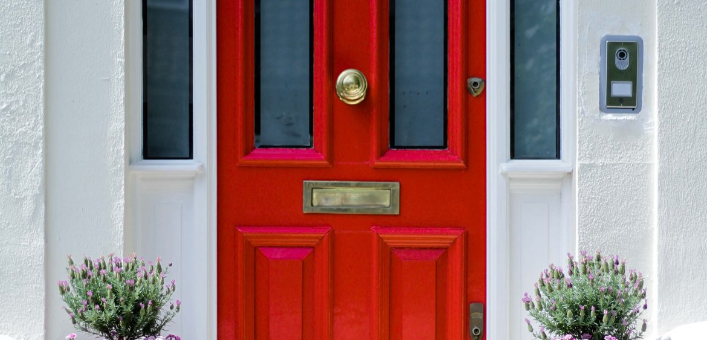 Mariya-Boyanova-Fotografie-Raum-Garten-London Tür rot