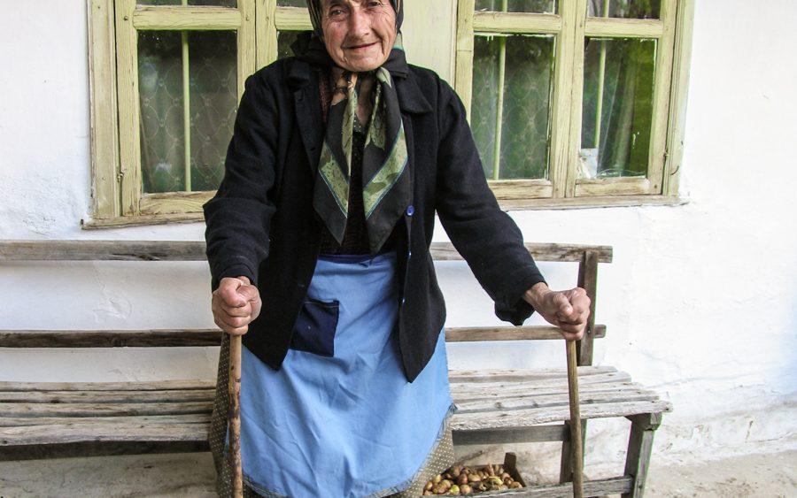 Mariya Boyanova Fotografie Foto-Essay aus einem Balkandorf Portarit Oma