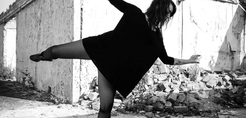 Mariya-Boyanova-Tanz-Fotografie-Berlin-Impro-Martha-schwarz-weiß